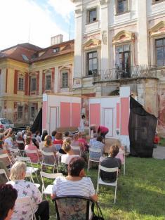 Divadlo před zámkem Na správné adrese... 25. 8. 2012