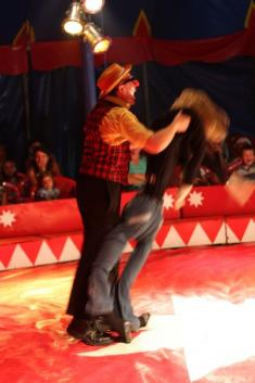 Cirkus EDUARDO před zámkem