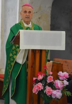 Emeritní biskup vDolní Lukavici 1