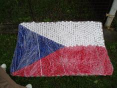 Vlajka zPET víček - dílo žáků ZŠ